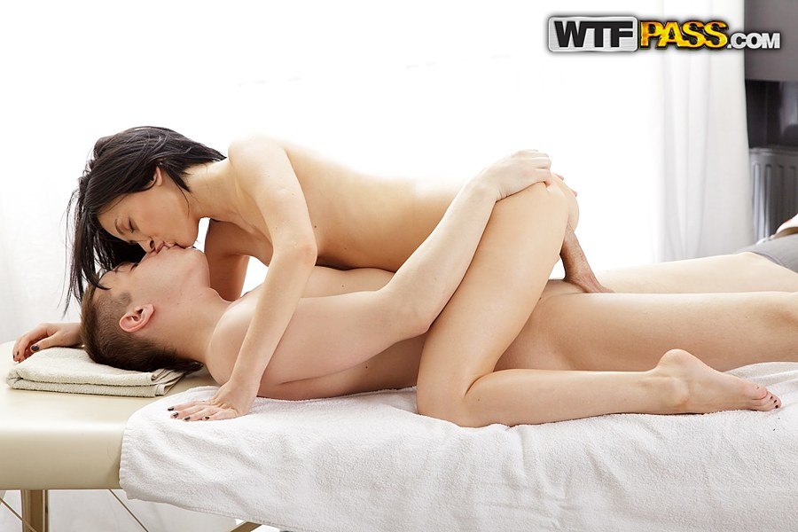 girl having nude massage