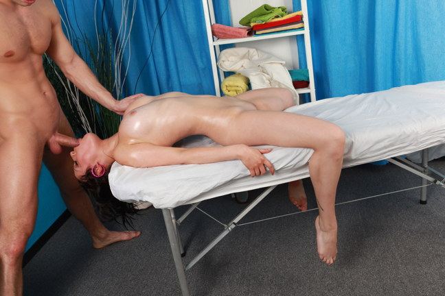 Teenage-fucks-on-massage,-xxx-video