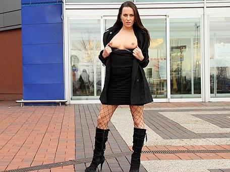 Calde brunette stripper threesome avventure sessuali - publicsexadventures.com