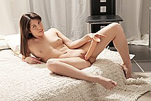 Naked lady reaching her real orgasm on the dildo